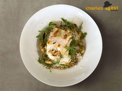 Bramborové noky se smetanovým listovým špenátem, kuřecím masem a sýrem Grana 1